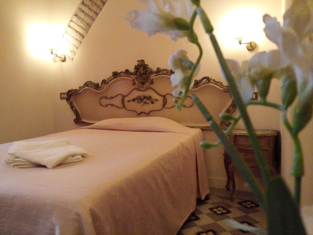 라 메종 드 마르타(La Maison de Marta) Hotel Image 14 - Guestroom