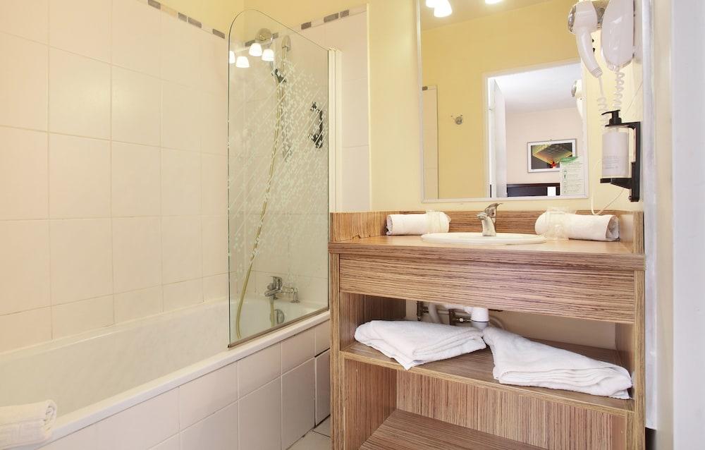 오달리스 시티 엑상프로방스 라트리움(Odalys City Aix en Provence L'Atrium) Hotel Image 32 - Bathroom