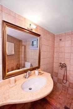 애게안 다이아몬드 부티크 빌라(Aegean Diamonds Boutique Villas) Hotel Image 19 - Bathroom