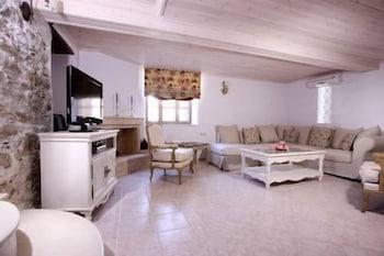 애게안 다이아몬드 부티크 빌라(Aegean Diamonds Boutique Villas) Hotel Image 16 - Living Room