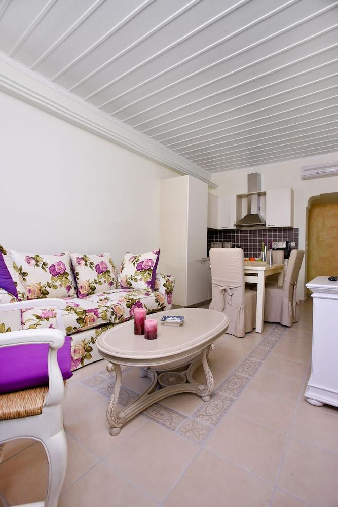 애게안 다이아몬드 부티크 빌라(Aegean Diamonds Boutique Villas) Hotel Image 7 - Guestroom