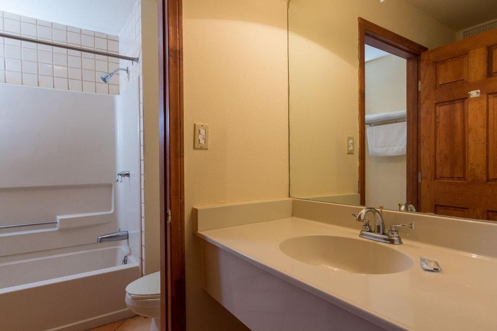 베스트 웨스턴 라오스 마르 호텔 & 스위트(Best Western Laos Mar Hotel & Suites) Hotel Image 16 - Bathroom Sink