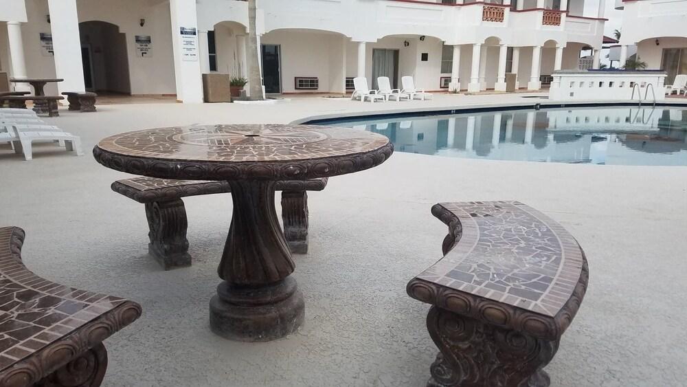 베스트 웨스턴 라오스 마르 호텔 & 스위트(Best Western Laos Mar Hotel & Suites) Hotel Image 50 - Courtyard