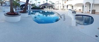 베스트 웨스턴 라오스 마르 호텔 & 스위트(Best Western Laos Mar Hotel & Suites) Hotel Image 21 - Outdoor Pool