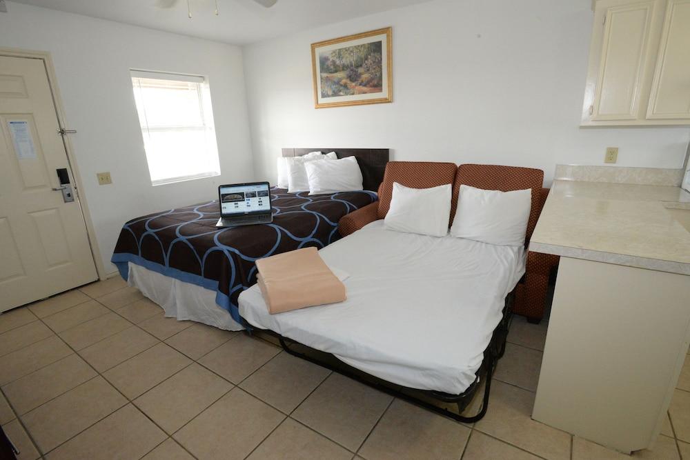 포트 이슬라 인(Port Isla Inn) Hotel Image 8 - Guestroom