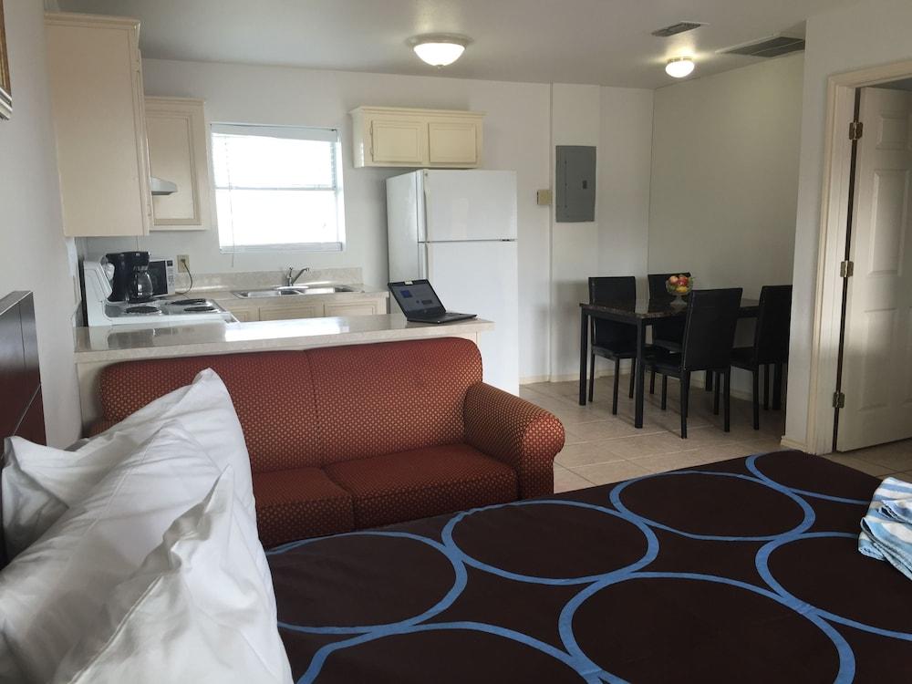 포트 이슬라 인(Port Isla Inn) Hotel Image 5 - Guestroom