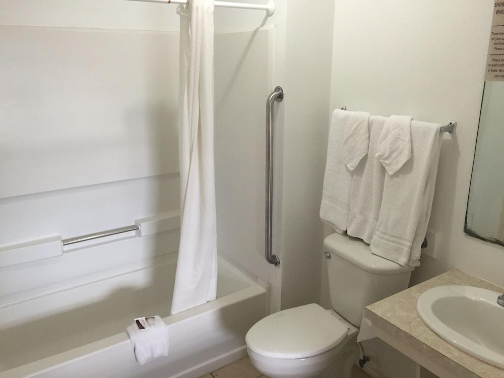 포트 이슬라 인(Port Isla Inn) Hotel Image 28 - Bathroom