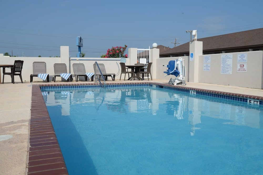 포트 이슬라 인(Port Isla Inn) Hotel Image 17 - Outdoor Pool
