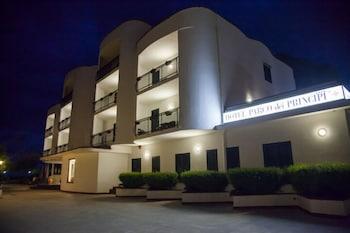 호텔 파르코 데이 프린시피(Hotel Parco dei Principi) Hotel Image 33 - Hotel Front - Evening/Night