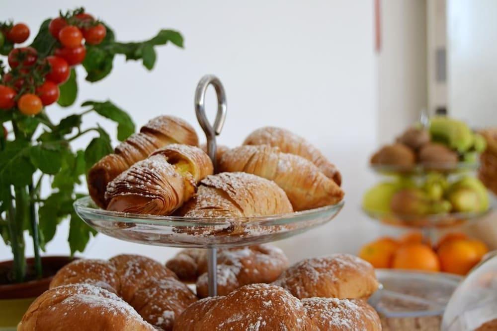 호텔 파르코 데이 프린시피(Hotel Parco dei Principi) Hotel Image 24 - Breakfast buffet