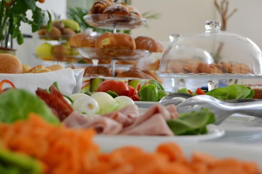 호텔 파르코 데이 프린시피(Hotel Parco dei Principi) Hotel Image 25 - Breakfast buffet