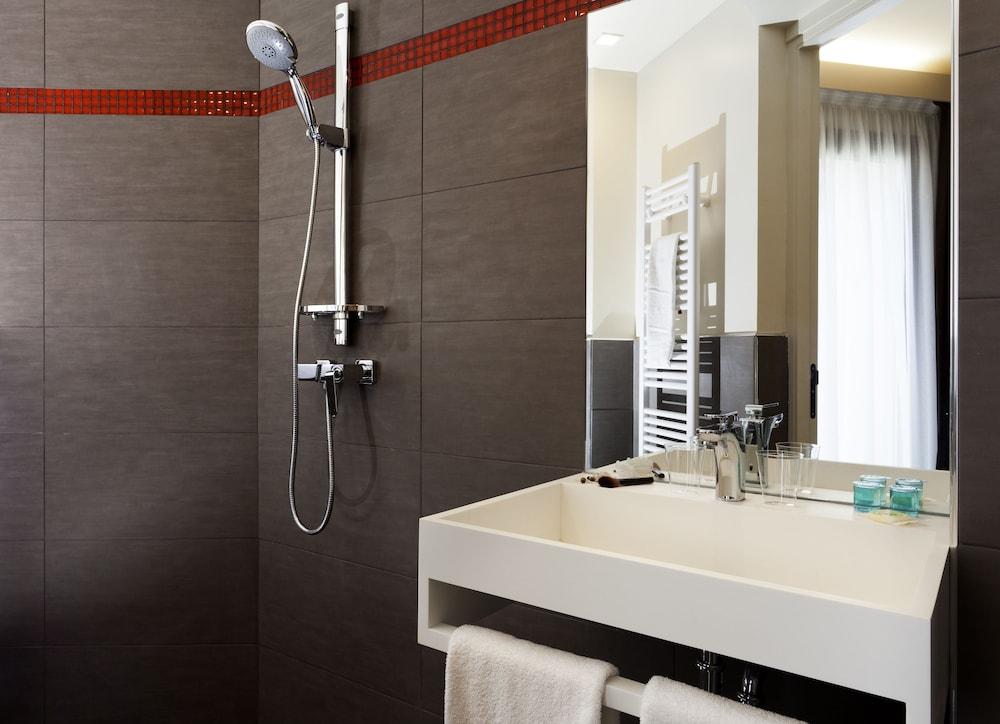 B&B 오텔 마르세유 상트르 라 티몬(B&B Hôtel Marseille Centre La Timone) Hotel Image 14 - Bathroom