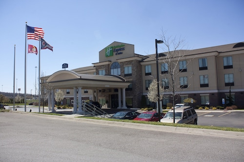 . Holiday Inn Express & Suites Youngstown West - Austintown, an IHG Hotel