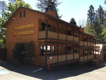 Sleepy Hollow Cabins and Hotel of Crestline/Lake Gregory