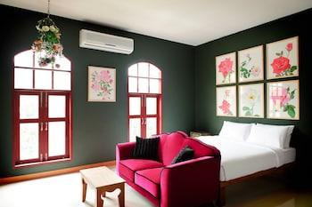 Deluxe Room with Window