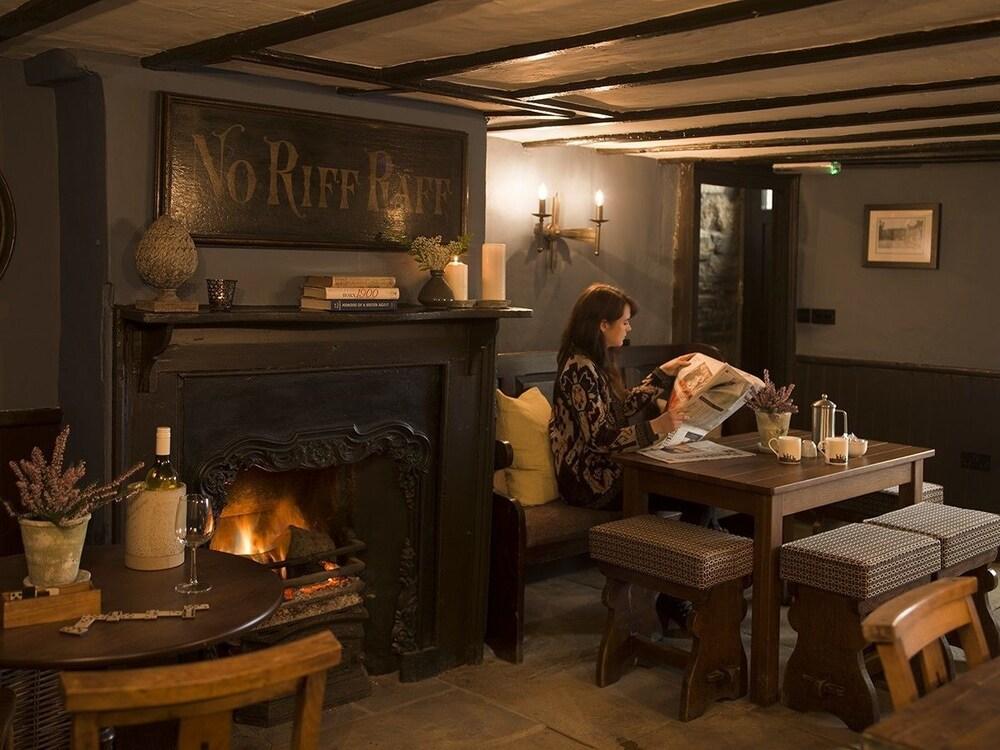 로어드 크루 암스(Lord Crewe Arms) Hotel Image 0 - Restaurant
