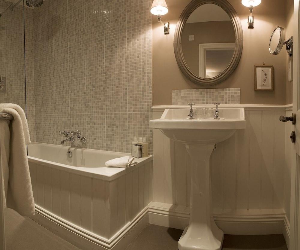로어드 크루 암스(Lord Crewe Arms) Hotel Image 18 - Bathroom