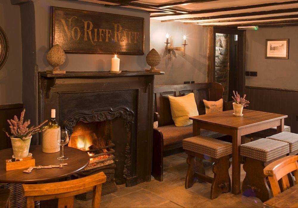 로어드 크루 암스(Lord Crewe Arms) Hotel Image 39 - Fireplace
