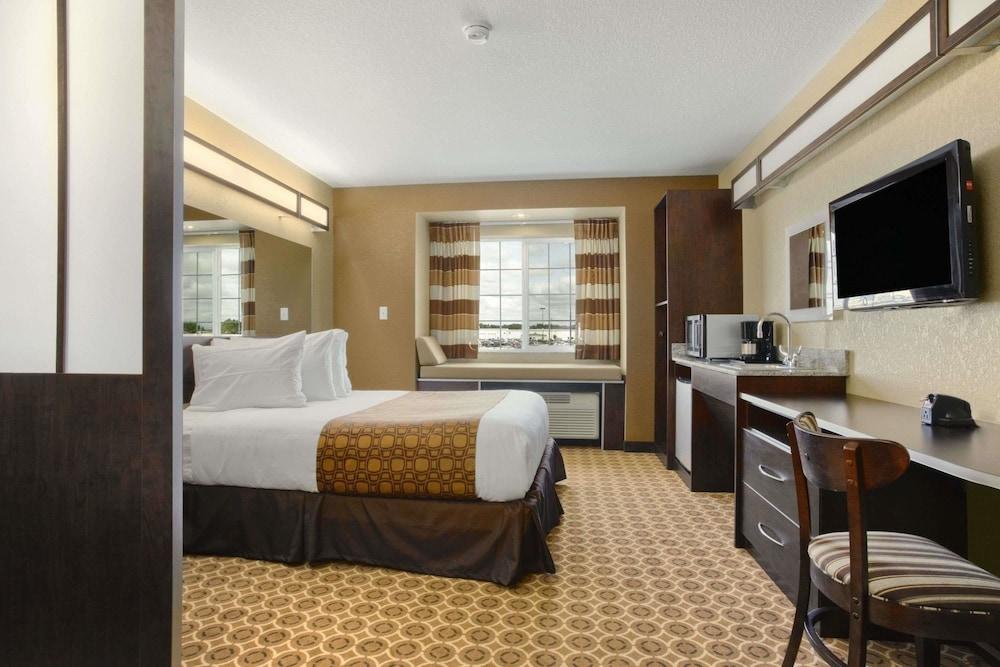 마이크로텔 인 앤드 스위트 바이 윈덤 윌리스턴(Microtel Inn & Suites by Wyndham Williston) Hotel Image 6 - Guestroom