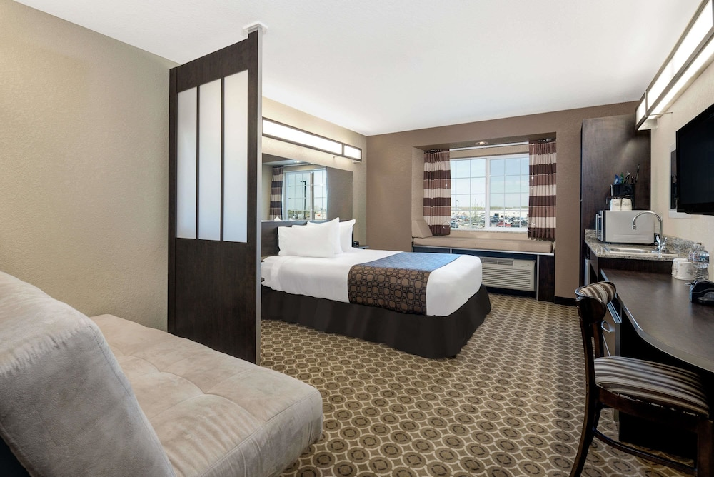 마이크로텔 인 앤드 스위트 바이 윈덤 윌리스턴(Microtel Inn & Suites by Wyndham Williston) Hotel Image 5 - Guestroom