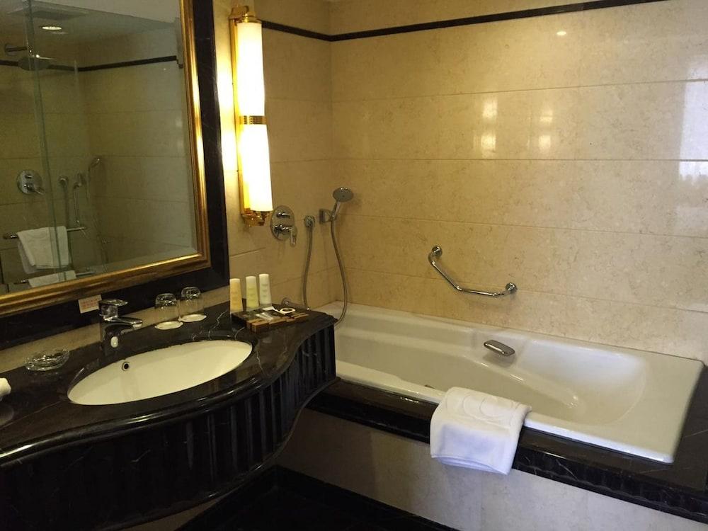 호텔 프레지던스 마카오(Hotel Presidente Macau) Hotel Image 6 - Bathroom