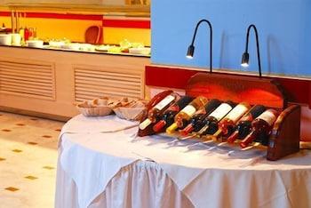 잔테 임페리얼 비치 호텔(Zante Imperial Beach Hotel) Hotel Image 44 - Hotel Bar