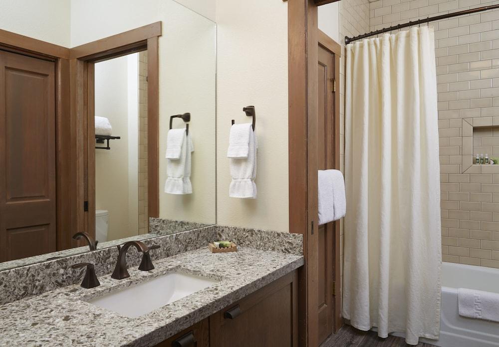 서니사이드 레스토랑 & 로지(Sunnyside Restaurant & Lodge) Hotel Image 15 - Bathroom