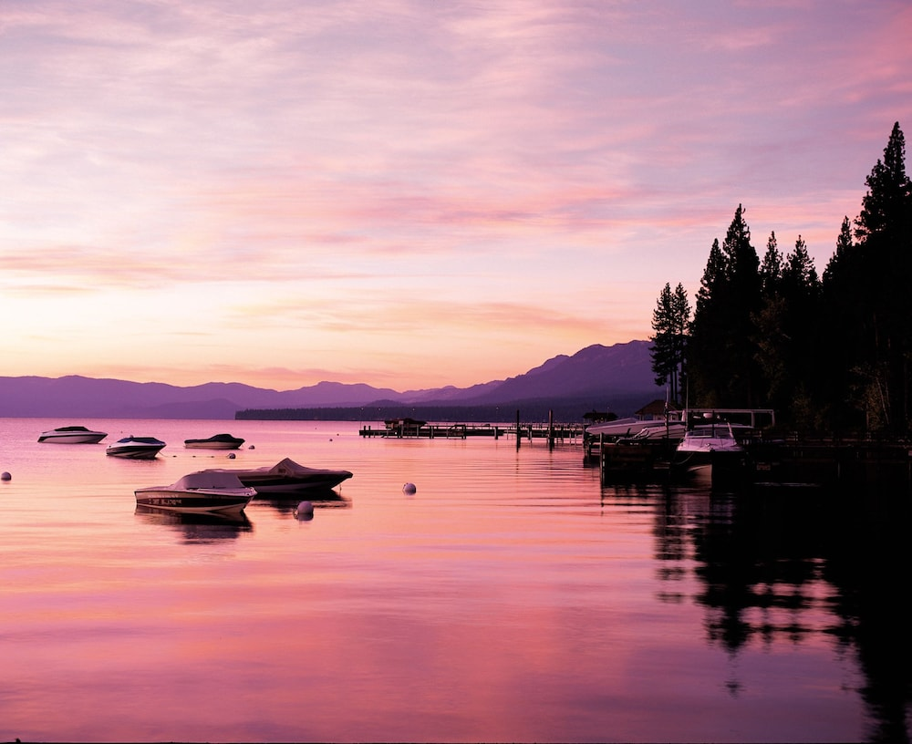 서니사이드 레스토랑 & 로지(Sunnyside Restaurant & Lodge) Hotel Image 34 - Lake View