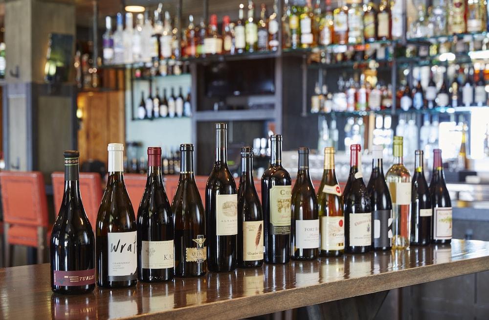 서니사이드 레스토랑 & 로지(Sunnyside Restaurant & Lodge) Hotel Image 22 - Hotel Bar
