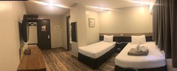 Cebu R Hotel Room
