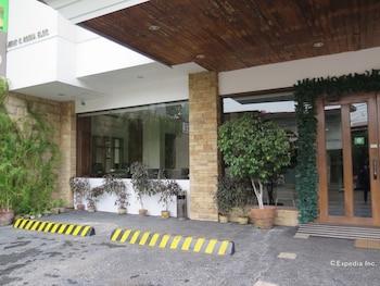 Cebu R Hotel Parking