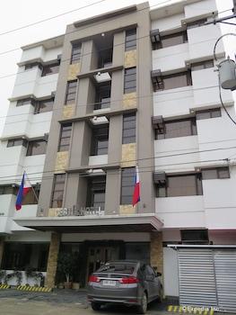 Cebu R Hotel Exterior