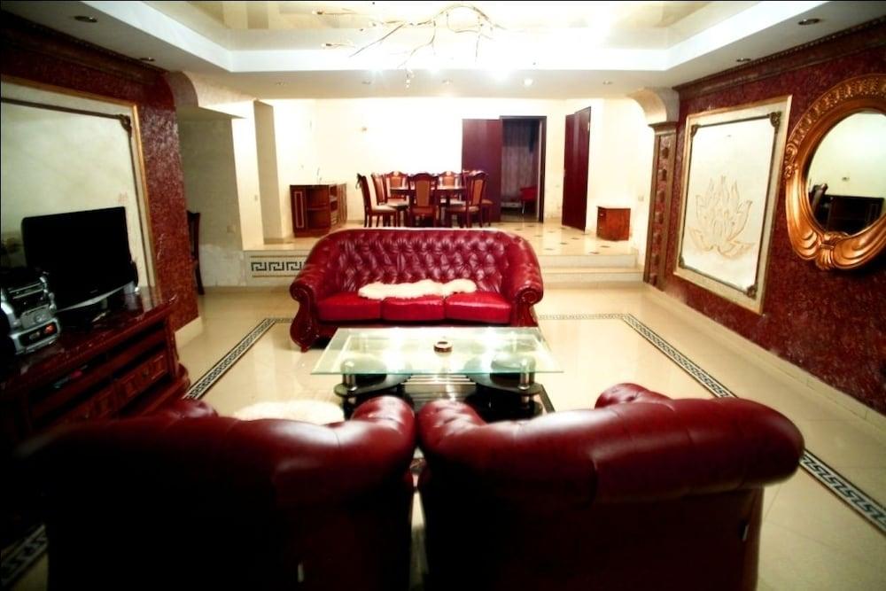 에지오 팰리스 호텔(Ezio Palace Hotel) Hotel Image 2 - Lobby Sitting Area