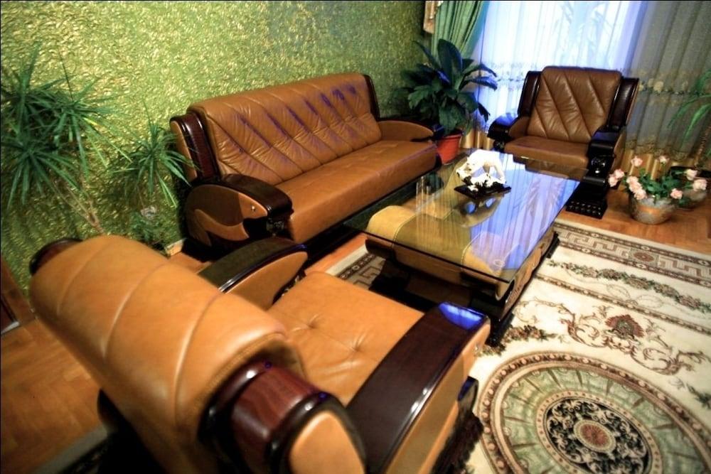 에지오 팰리스 호텔(Ezio Palace Hotel) Hotel Image 3 - Lobby Sitting Area