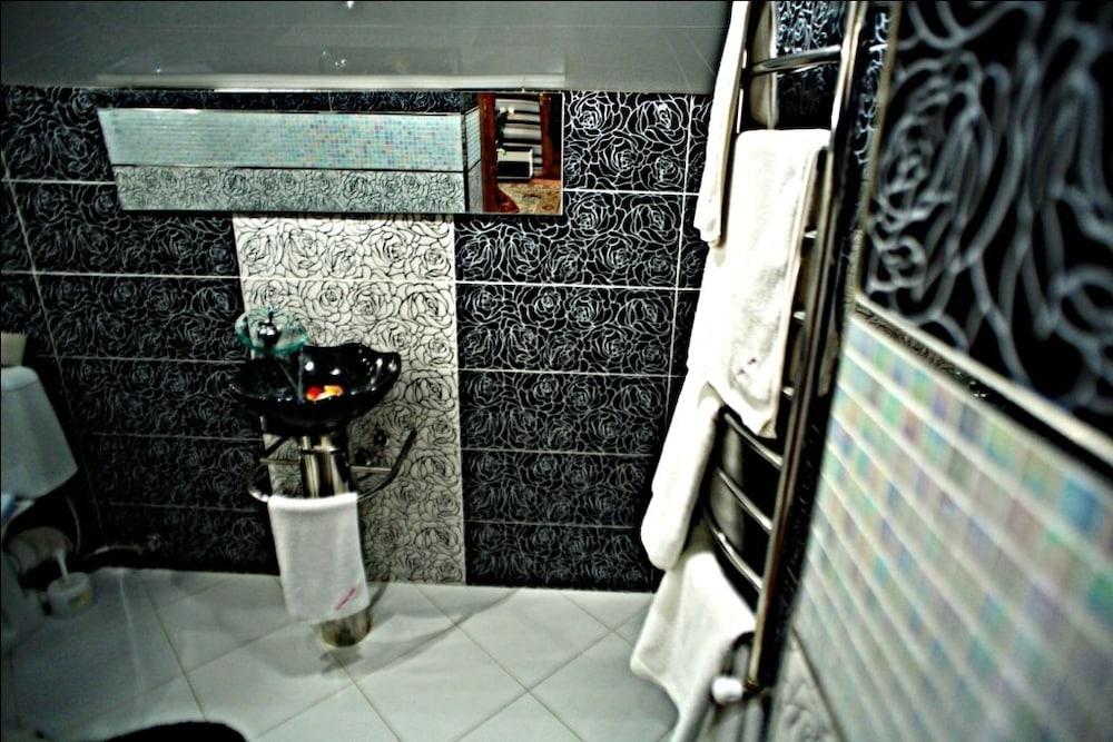 에지오 팰리스 호텔(Ezio Palace Hotel) Hotel Image 22 - Bathroom