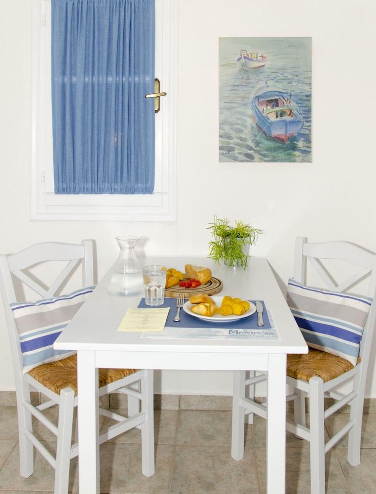 모우러스 스튜디오(Mouras Studios) Hotel Image 14 - In-Room Dining