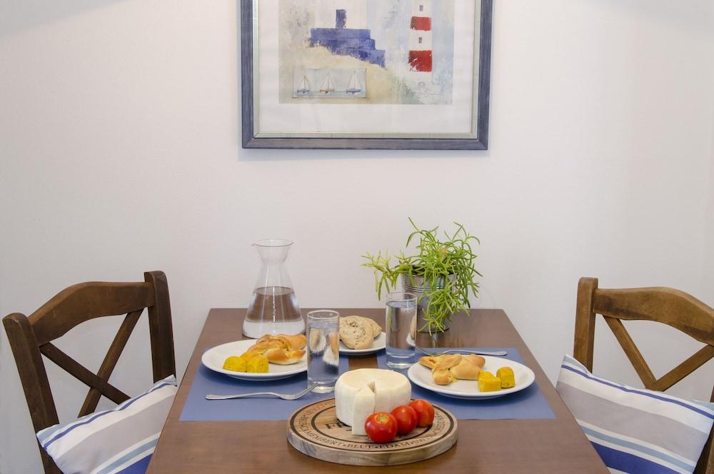 모우러스 스튜디오(Mouras Studios) Hotel Image 17 - In-Room Dining