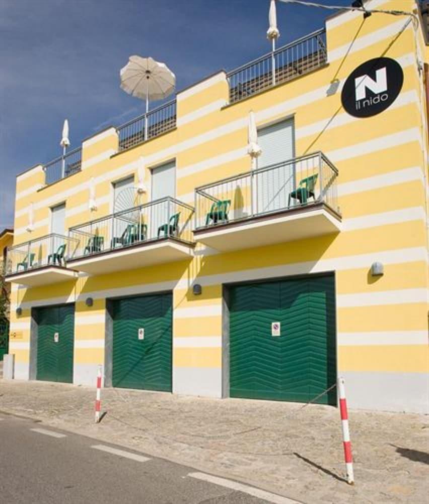 호텔 일 니도(Hotel il Nido) Hotel Image 49 - Exterior detail