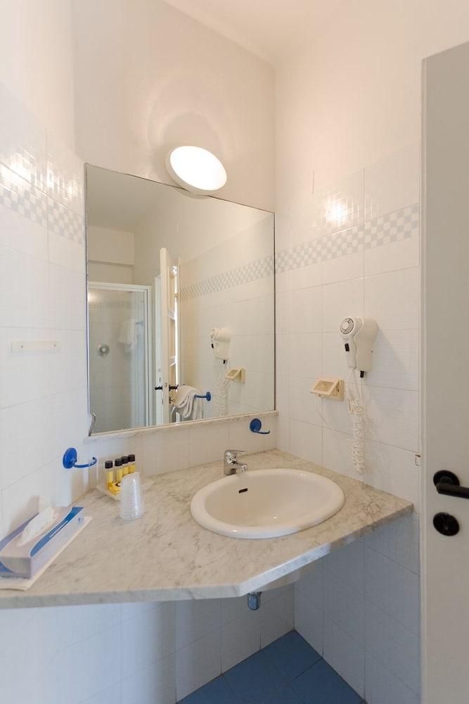 호텔 일 니도(Hotel il Nido) Hotel Image 23 - Guestroom