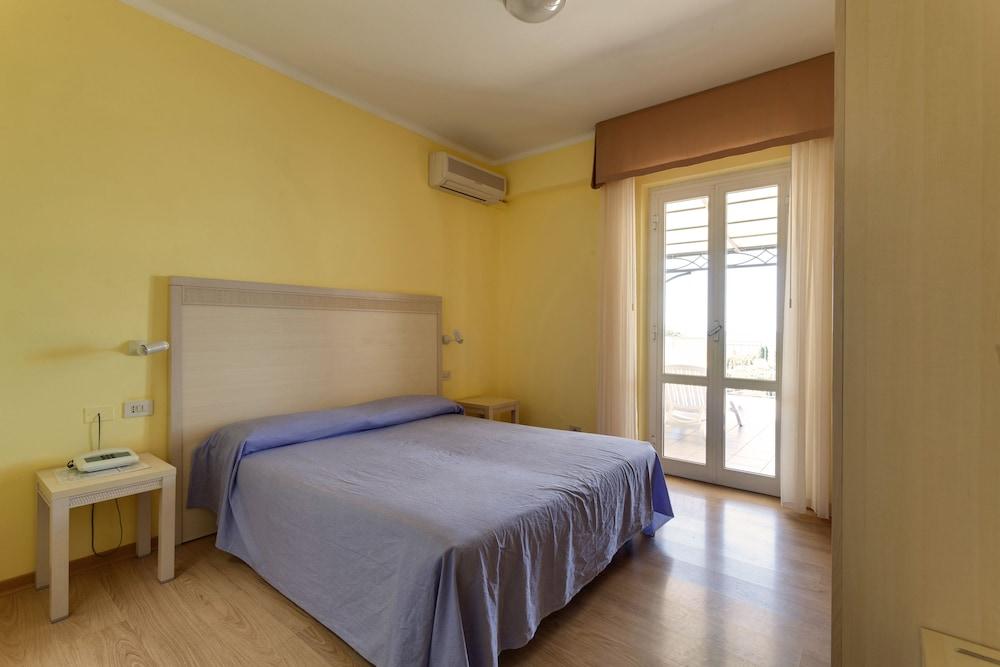 호텔 일 니도(Hotel il Nido) Hotel Image 25 - Guestroom
