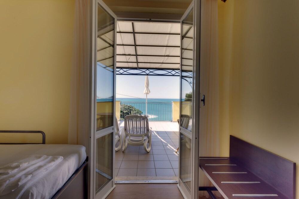 호텔 일 니도(Hotel il Nido) Hotel Image 27 - Guestroom