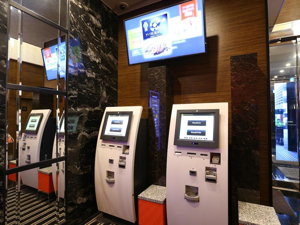 아파 호텔 츠키지에키 미나미(APA Hotel Tsukiji-Eki-Minami) Hotel Image 7 - Check-in/Check-out Kiosk