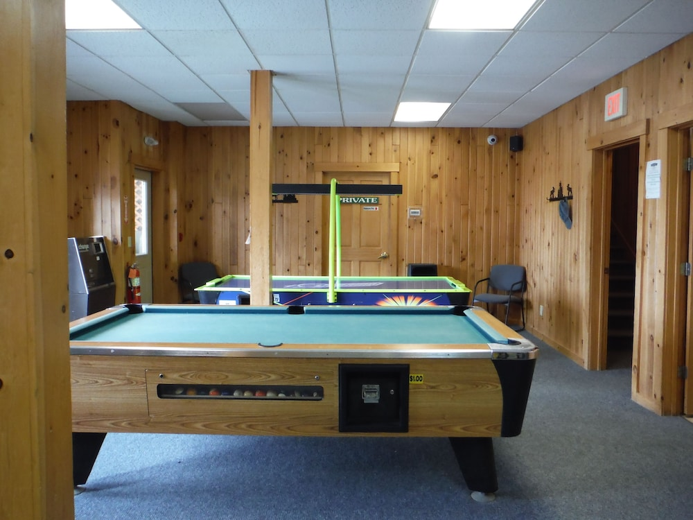 랑글리 레이크 리조트(Rangeley Lake Resort) Hotel Image 50 - Game Room