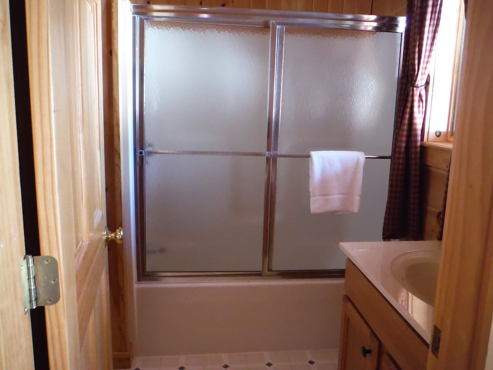 랑글리 레이크 리조트(Rangeley Lake Resort) Hotel Image 38 - Bathroom