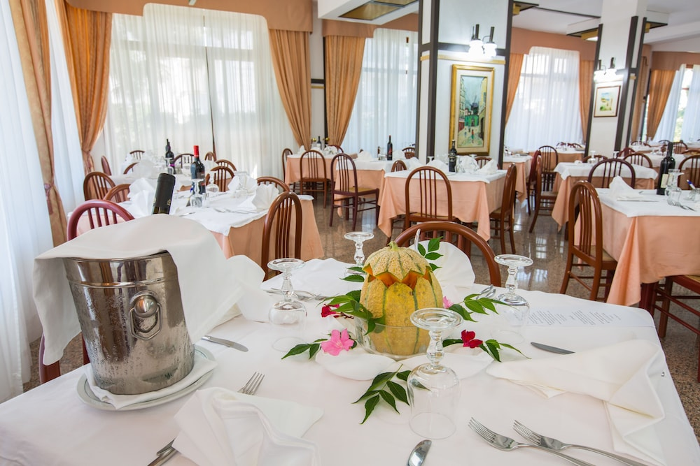 호텔 메디테라네오(Hotel Mediterraneo) Hotel Image 29 - Restaurant