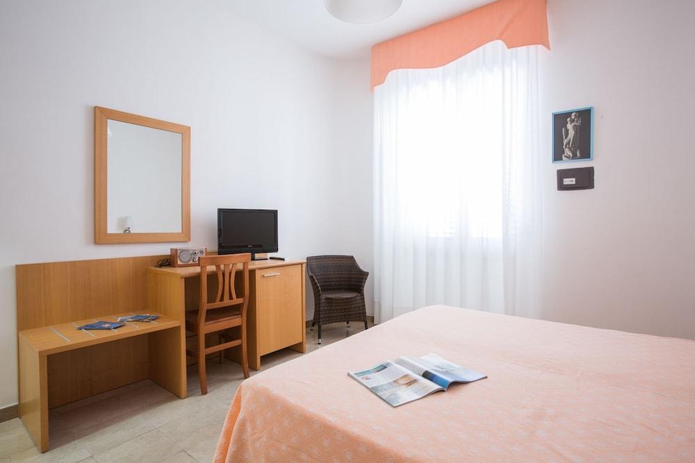 호텔 메디테라네오(Hotel Mediterraneo) Hotel Image 5 - Guestroom