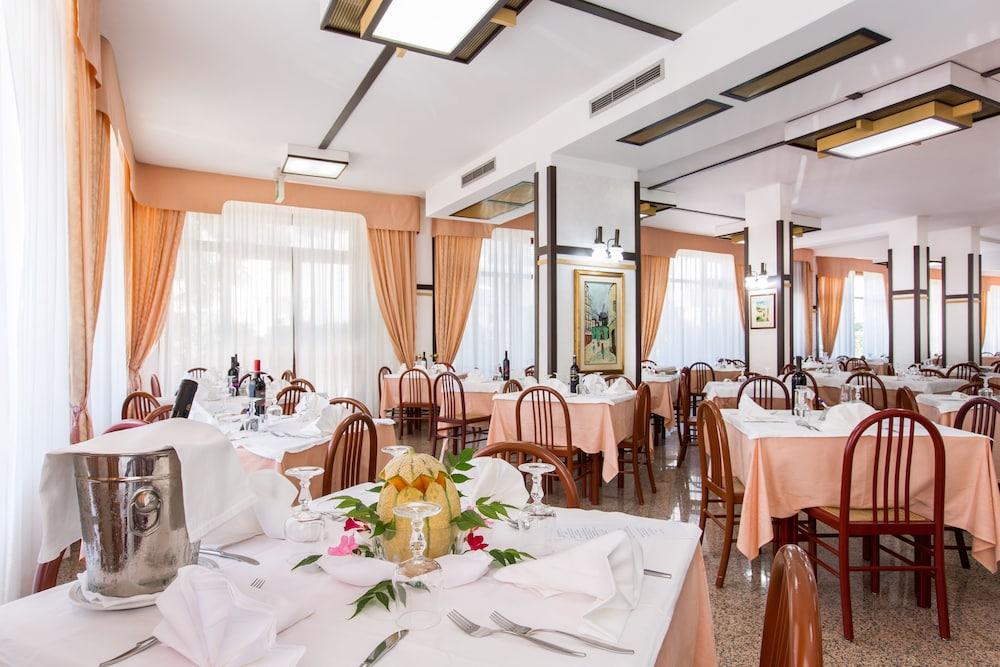 호텔 메디테라네오(Hotel Mediterraneo) Hotel Image 30 - Restaurant