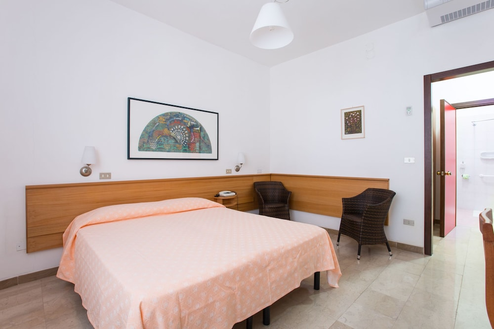 호텔 메디테라네오(Hotel Mediterraneo) Hotel Image 6 - Guestroom