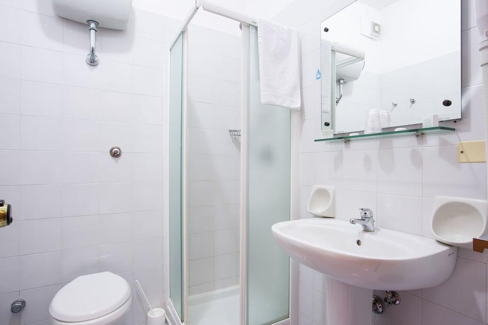 호텔 메디테라네오(Hotel Mediterraneo) Hotel Image 10 - Bathroom
