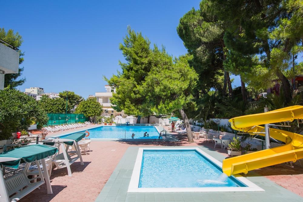 호텔 메디테라네오(Hotel Mediterraneo) Hotel Image 12 - Outdoor Pool